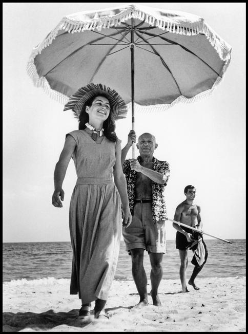 Pablo Picasso e Françoise Gilot, Golfe-Juan, Francia, agosto 1948© Robert Capa © International Center of Photography / Magnum Photos